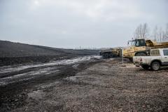 Turpinās būvdarbi Deglava ielas izgāztuvē