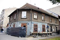 Turpinās koka ēku kompleksa atjaunošanas darbi Grīziņkalnā