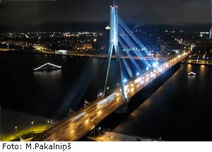Успешно проходит опросавтоводителей на мостах через Даугаву
