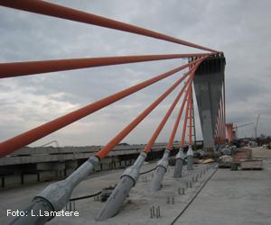 Tika pārslēgta autotransporta kustība pie jaunbūvējamā Dienvidu tilta