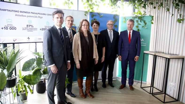 Paraksta sadarbības memorandu par starptautisko biznesa pakalpojumu centru attīstību Rīgā