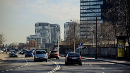Rīgas pilsētā iegūst datus transporta plūsmu simulācijas modelim