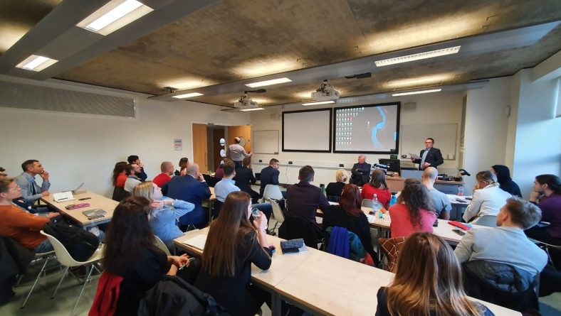 Ar Rīgas domes atbalstu  Rīgas jaunie uzņēmēji dodas uz Kembridžu