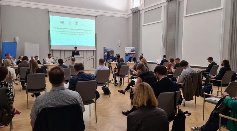 Ar iedzīvotājiem diskutē par Rail Baltica dzelzceļa līnijas risinājumiem Daugavas kreisajā krastā no Jelgavas ielas līdz Liepājas ielai