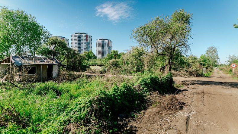 Skanstes bijušo mazdārziņu teritorijā mītošajiem sociāli mazaizsargātajiem rīdziniekiem atrastas jaunas mājas