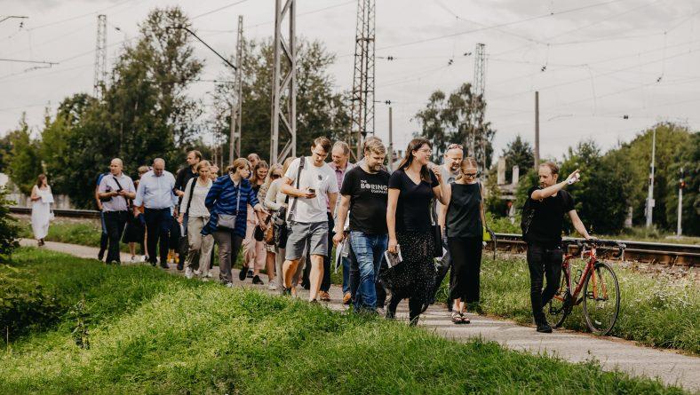 Pārrunā apkaimju iedzīvotāju viedokli par Rail Baltica līnijas šķērsojumiem Imantā, Zolitūdē un Zasulaukā