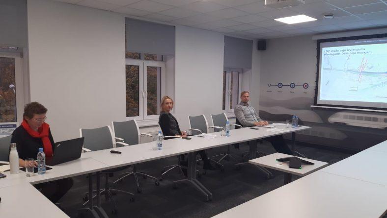 Diskutē par Rail Baltica dzelzceļa līnijas integrāciju Torņakalna teritorijā