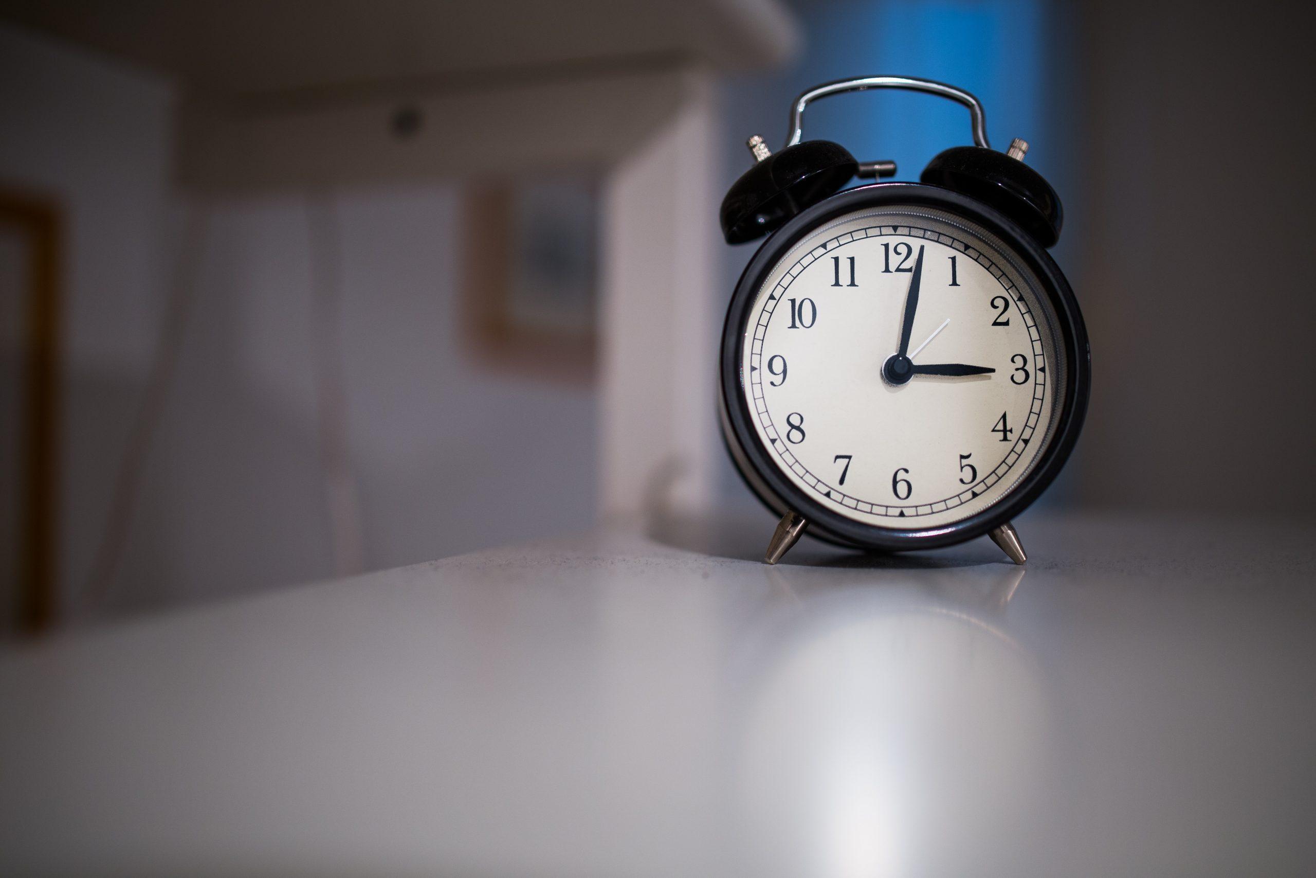 Pulkstenis galds