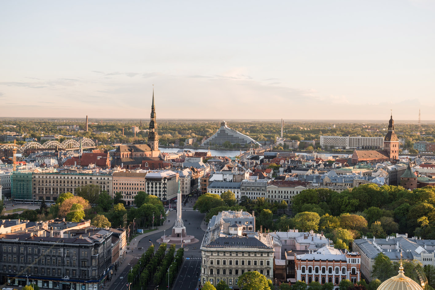Rīga, skats uz Brīvības pieminekli no augšas